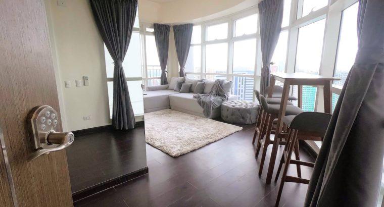 Posh 1-Bedroom Corner Unit at Twin Oaks Place